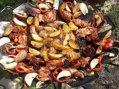 Tárcsán sült csirkecombfilé sült zöldségekkel, töltött gombával Grill N Chill, Paella, Barbecue, Grilling, Bacon, Cooking Recipes, Ethnic Recipes, Food, Barrel Smoker