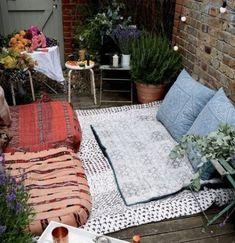 Kapalı, balkon minderleri ile kış balkonu dekorasyon fikri   Kadınca Fikir - Kadınca Fikir Picnic Blanket, Outdoor Blanket, Picnic Quilt
