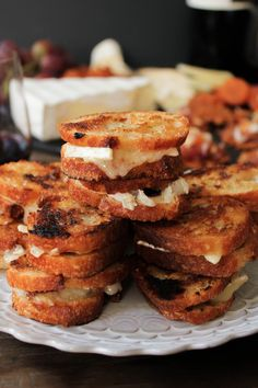 Brie and Candied Bacon Grilled Cheese Bites with @presidentcheese are perfect for holiday entertaining. #ArtOfCheese