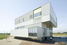 Sports Complex Olympiakwartier / Slangen+Koenis Architects Pierre de Coubertinlaan, 1362 Almere