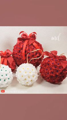 Simple but stunning Christmas ornaments! By: fashion video Super Easy DIY Christmas Ornaments Christmas Origami, Diy Christmas Ornaments, Christmas Decorations, Easy Ornaments, Making Fabric Flowers, Diy Flowers, Origami Flowers, Diy Crafts For Home Decor, Easy Diy