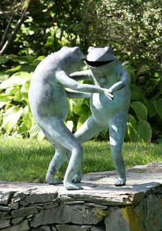 Love these dancing frogs from a garden in Newport, RI