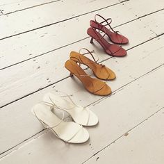 A fashion stylists favourite Women's Shoes. Street Style footwear - Heels, Slides, Mules and sneakers. Your Online destination to cure your shoe obsession. Women's Shoes, Shoes 2018, Cute Shoes, Me Too Shoes, Shoes Style, Designer Shoes Online, Zoom Iphone, Lauren Hutton, Luxury Shoes