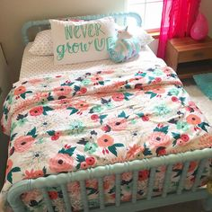 target bedding, Emilys unciorn holding blankie...