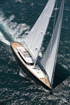 Alloy Yachts, Red Dragon _