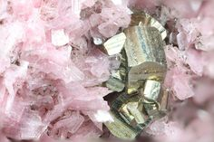 bijoux-et-mineraux:   Rhodonite with Pyrite and... - Geology Chronicles