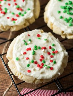 No Roll Sugar Cookie Recipe These buttery soft No Roll Sugar Cookies are perfect for the holiday season! No chilling of the cookie dough required! Rolled Sugar Cookie Recipe, Sugar Cookies Recipe, No Bake Cookies, Cookie Recipes, Dessert Recipes, Desserts, Cookie Bars, Cookie Dough, Homemade Oreos