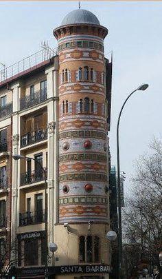 Casa de las Bolas, Goya esquina a Alcalá. En los bajos, la cervecería Santa Bárbara