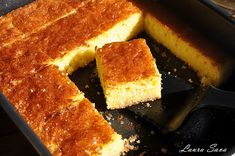 Revani, prajitura cu gris insiropata | Retete culinare cu Laura Sava - Cele mai bune retete pentru intreaga familie Romanian Food, Romanian Recipes, Cornbread, Biscuits, French Toast, Cooking Recipes, Sweets, Cookies, Breakfast