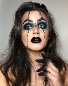 This Halloween, give yourself a magical makeover with our witch makeup ideas. We found 23 stunning makeup ideas, just in time for festivities. Pretty Witch Makeup, Witchy Makeup, Halloween Makeup Witch, Zombie Makeup, Scary Makeup, Halloween Makeup Looks, Halloween Kostüm, Halloween Costumes, Samhain Halloween