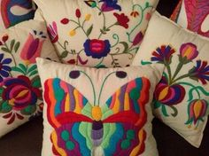 Living Room Bohemian Style Cushions Ideas For 2019 Mexican Embroidery, Crewel Embroidery, Cross Stitch Embroidery, Embroidery Patterns, Machine Embroidery, Sewing Crafts, Sewing Projects, Art Du Fil, Decorative Throw Pillows