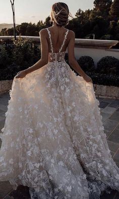 Dignified Scoop Sleeveless Court Train Lace Wedding Dress special wedding gowns for perfect dreamy wedding party ! Country Wedding Dresses, Black Wedding Dresses, Princess Wedding Dresses, Bridal Dresses, Wedding Gowns, Boho Wedding, Wedding Dress Long Train, Flowery Wedding Dress, Gothic Wedding