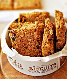 Proste ciastka owsiane – batoniki owsiane Cookie Recipes, Vegan Recipes, Dessert Recipes, Desserts, Polish Recipes, Oatmeal Recipes, Healthy Sweets, Healthy Snacks, How Sweet Eats