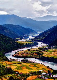 Bhután. La televisión se introdujo en el país en 1999. Bhután sigue siendo el país más puro (sin tocar). Me gustaría visitar antes de que cualquiera de los cambios!