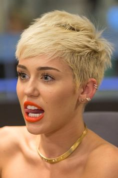 Miley Cyrus and her tongue! DAMN GIRL KEEP IT IN YO MOUTH ALREADY!