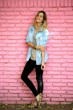 denim shirt, basic tee, leather skinnies, leopard loafers - and lots of bracelets. via Luli B. *lovely things*