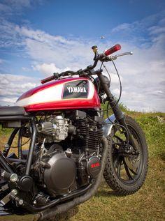 Yamaha Cafe Racer, Cafe Racers, Custom Sport Bikes, Custom Motorcycles, Vespa Moped, Yamaha Rx100, Motorcycle Tank, Scrambler, Motorbikes