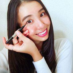 ノックタイプ式のアイライナー👀🌈  .  アドンナのアイライナーは使いたい分だけノックでインクを出して使える優れもの❣️  .  ダークブラウンの色味も絶妙で、  なにより細いラインが描きやすいのがいいです🙆🏾  .  @adonnaofficial   #アドンナ #Adonna #アイライナー #アイメイク #コスメ #メイク#メイクアイテム#ダークブラウン#マイコスメ  #cosmetics#make#makeup#cosmetics#cosme#beauty#myfavorite#instabeauty#eyemake#eyeliner#brown#instagood#japan#japanese