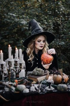 halloween photoshoot Imagine The Magic That Might Be Under The Madness annwn: Vera Schwartzburg Halloween Fotos, Halloween Tags, Halloween Pictures, Halloween Themes, Fall Halloween, Halloween Costumes, Samhain Halloween, Halloween 2019, Vintage Halloween