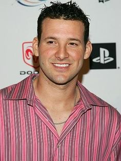 For all of you out there that know I don't like the Dallas Cowboys.my pinning of Romo is of no indication that I have changed my mind. This after all is a QB board! Nfl Football Players, Dallas Cowboys Football, Football Soccer, Good People, Amazing People, Beautiful People, Tony Romo, Future Husband, Eye Candy