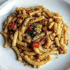 Maglie siciliane con pesto di pistacchi e pomodorini