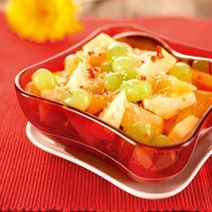Ananas-hedelmäsalaatti | K-ruoka #persimon Treat Yourself, Healthy Desserts, Cantaloupe, Chili, Koti, Treats, Fruit, Drinks, Pineapple