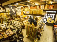 Great for souvenir shopping, Bingoya offers unpretentious traditional crafts made in Japan including pottery, fabric, lacquerware, glassware, dolls and folk art.