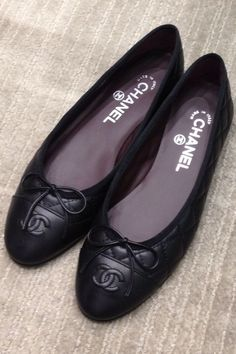 6548742b Chanel black flats. Perfect for most days. Ballerinaer, Chanel Mode, Modesko ,