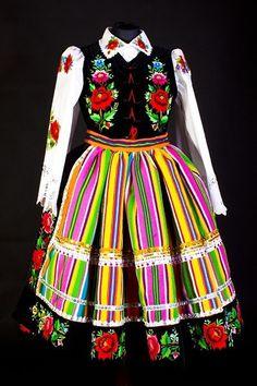 Folk costume from Łowicz, Poland Polish Clothing, Folk Clothing, Polish Wedding, Polish Folk Art, Costumes Around The World, Folk Dance, Ethnic Dress, Arte Popular, Folk Costume
