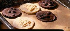 Schwarze und weiße Stempel-Kekse Rezept | Dr.Oetker