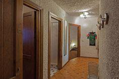 Ingresso disimpegno con accesso alle camere e al bagno