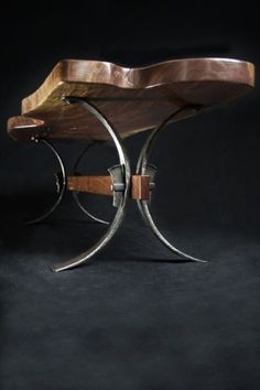Industrial looking bench. I really like the look of this piece. ╬