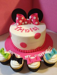 Minnie Mouse Bow-Tique 1st Birthday Cake