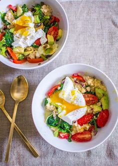 Kick breakfast up a notch with easy + delicious savory oatmeal bowls, chock full of fresh veggies and rich runny eggs. Gluten-free, dairy-free + vegetarian. Pin this clean eating breakfast recipe to try later!