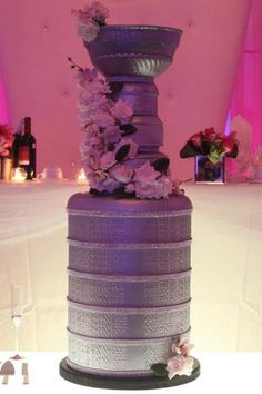 A Stanley Cup wedding cake!    pic.twitter.com/phQcvjdh