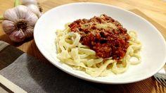 Hrníčkově lze kromě pečení i vařit a proto jsme si pro vás připravili vynikající omáčku na špagety, se kterou zazáříte před rodinou i známými. S naší omáčkou na špagety s mletým masem a rajčaty si budete připadat jak v italské restauraci.  http://www.hrnickova.cz/vynikajici-omacka-na-spagety.html