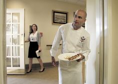 SAM KASS, CHEF TO THE OBAMAS, IS LEAVING THE WHITE HOUSE