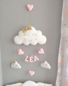 Cloud Garland and first name Diy Crafts Love, Felt Crafts, Baby Room Diy, Baby Room Decor, Homemade Easter Baskets, Diy Baby Gifts, Crochet Decoration, Felt Garland, Diy Presents