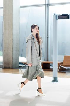 25. Short parka in water-repellent cotton-linen, a-line dress and heeled open sandals in leather