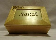 A Keepsake Box - The 30 Best Wedding Gifts from The Groom to The Bride - EverAfterGuide Romantic Wedding Gifts, Wedding Gifts For Bride, Best Wedding Gifts, Personalized Wedding Gifts, Bride Gifts, Wedding Ideas, Wooden Keepsake Box, Keepsake Boxes, Wedding Plates