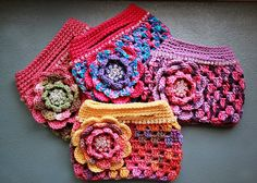 Blinged-Out Granny Bags: free pattern via Ravelry. Oooh, these are delicious. Thanks so xox.