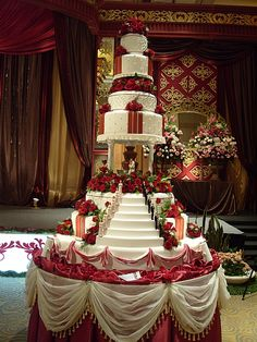 Wedding cakes, you've gotta check this beautiful pin plan for a wonderfully jaw dropping wedding cake this instant. Extravagant Wedding Cakes, Bling Wedding Cakes, Elegant Wedding Cakes, Elegant Cakes, Beautiful Wedding Cakes, Gorgeous Cakes, Wedding Cake Designs, Pretty Cakes, Luxury Wedding Cake Design