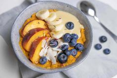 Creamy sweet potato bowl topped with delicious fruit. Sweet Potato Breakfast, Breakfast Potatoes, Paleo Breakfast, Breakfast Bowls, Gf Recipes, Clean Recipes, Paleo Pizza, Anti Inflammatory Diet, Happy Foods