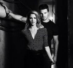 Image uploaded by Find images and videos about arrow, oliver queen and stephen amell on We Heart It - the app to get lost in what you love. Arrow Felicity, Arrow Oliver And Felicity, Arrow Cw, Team Arrow, Felicity Smoak, Emily Bett Rickards, Between Serie, Breaking Bad, Arrow Tv Series