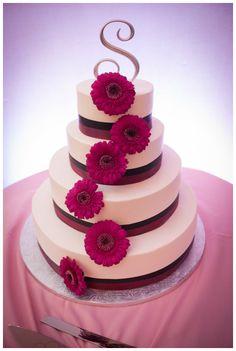 Gerber Daisy Wedding Cake | Studio1923 Photographic Artists