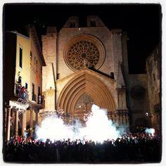 Entrada del braç de Santa Tecla Barcelona Cathedral, Tower, Fire, Culture, Traditional, Travel, Night Photography, Keyboard, Nocturne