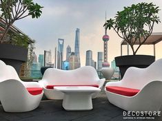 VONDOM is a leader company of avant-garde outdoor furniture, pots, planters, lamps and rugs for modern indoor & outdoor comercial spaces. Contemporary Furniture, Luxury Furniture, Furniture Design, White Furniture, W Hotel, Design Awards, Architecture Design, Outdoor Living, Interior Design