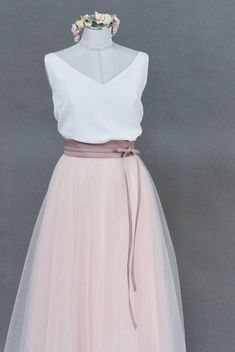 Bride sweater in pink - Aliz- Braut Pullover in Rosa – Aliz Tulle skirt for the wedding, pink, calf-length - Japan Fashion, Look Fashion, Dance Outfits, Skirt Outfits, Tulle Wedding Skirt, Wedding Dresses, Jupe Tulle Rose, Homecoming Dresses, Bridesmaid Dresses
