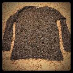"""Super soft sweater Super comfortable old navy medium black and light gray sweater with 4"""" slits on each bottom side Old Navy Sweaters Crew & Scoop Necks"""