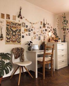 Indie Room Decor, Cute Room Decor, Aesthetic Room Decor, Indie Dorm Room, Study Room Decor, Room Ideas Bedroom, Vintage Room, Vintage Bedroom Decor, Vintage Bohemian